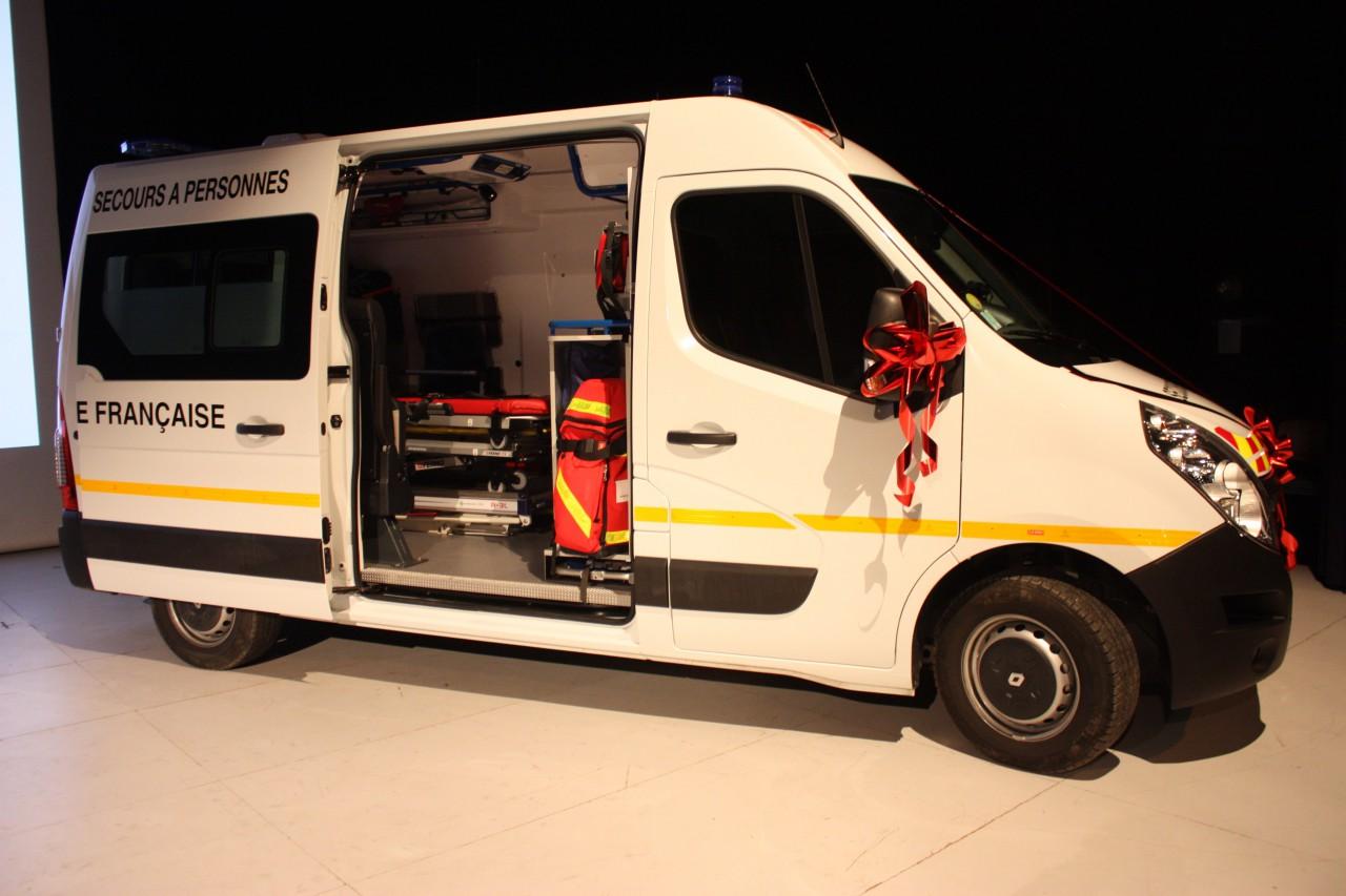 une nouvelle ambulance pour la croix rouge de poissy ville de poissy. Black Bedroom Furniture Sets. Home Design Ideas