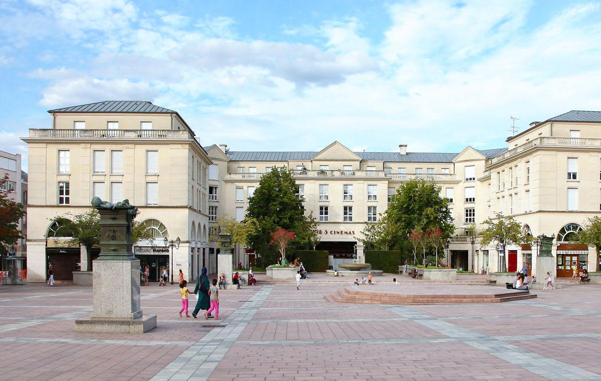 La place de la r publique ville de poissy for Piscine jardin de la republique
